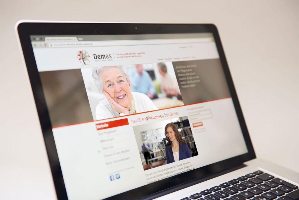 Demenz anders sehen: Online-Support für pflegende Angehörige